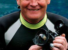 Tony White – bidt af hajer i mere end én forstand