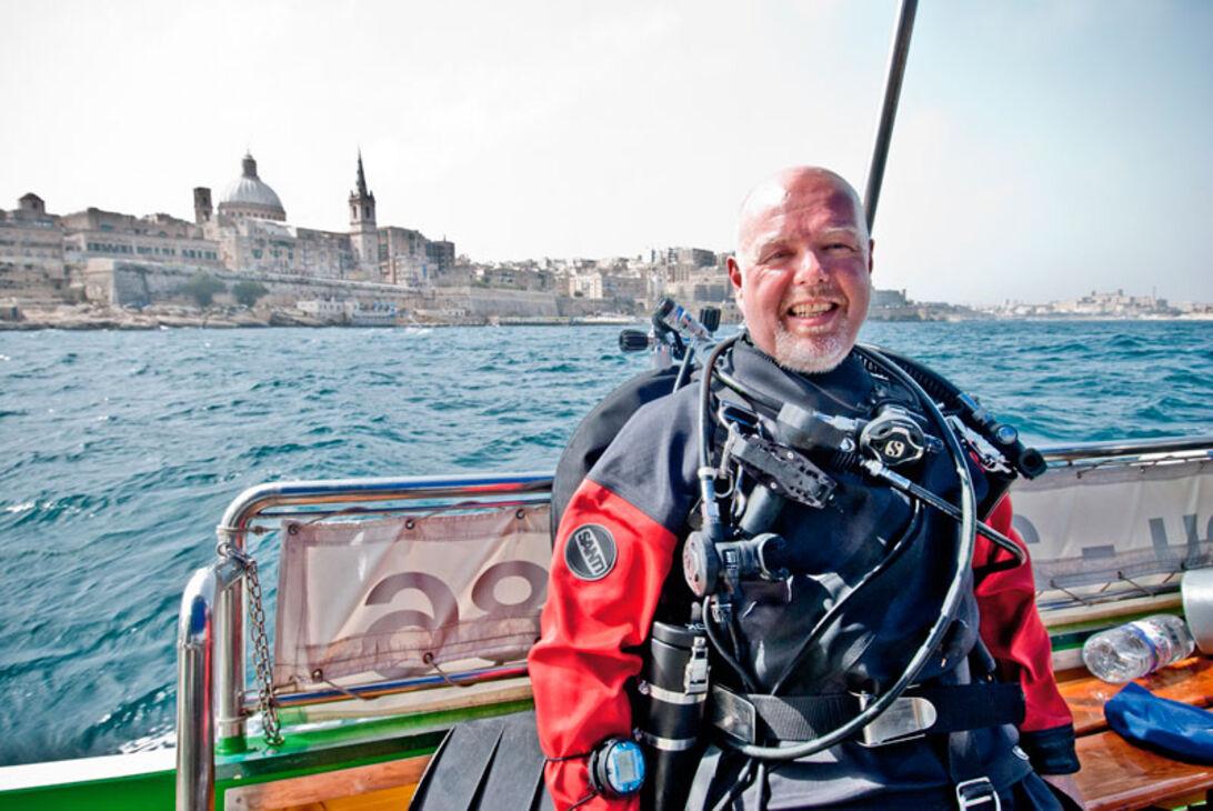 Mange af de fine vrag ligger kun 10-15 minutters sejlads fra kajen foran dykkerc