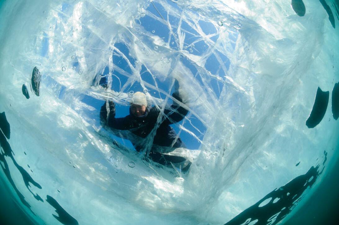 Isdykning i Bajkalsøen – Vodka, sauna og kolde gys