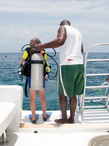 Børnedykning – Persia lærer at dykke