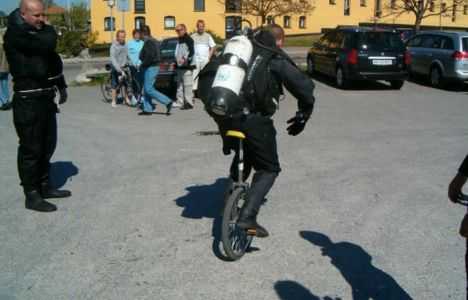Lasse K. Smedegaard: Kørte på et hjulet cykel i fuld udstyr, 2 min. før et dyk...