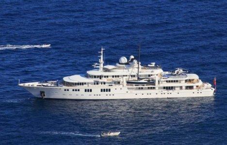 Paul Allens båd Tatoosh i stille vand