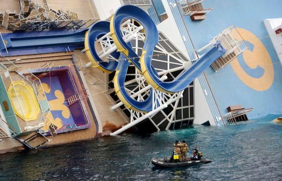 Huledykkere hjælper med eftersøgning på Concordia