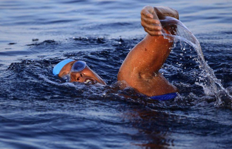 Svømmerekord stoppet af brandmand