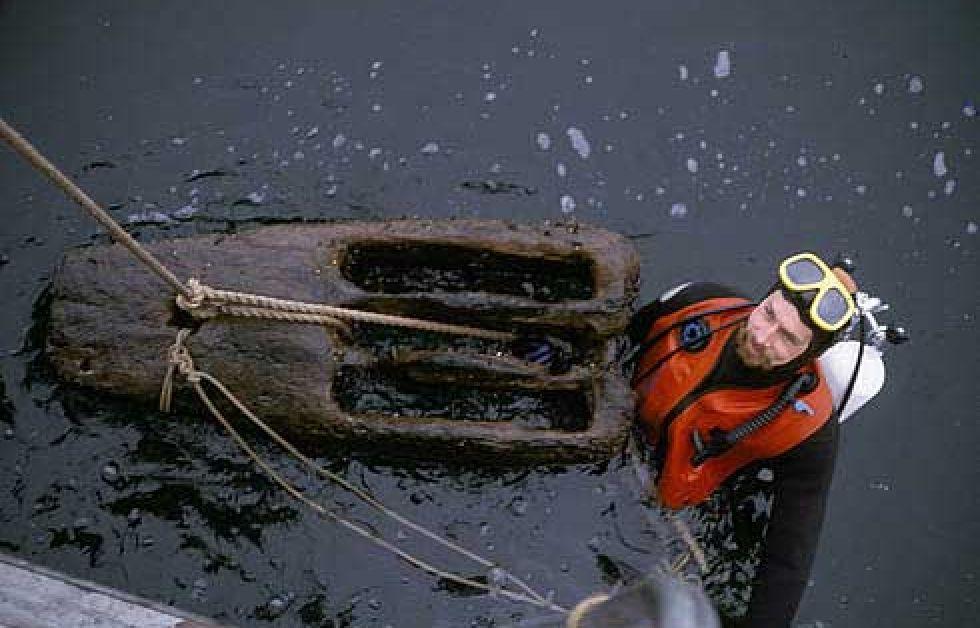 Fra et dyk på vraget af Dannebroge tilbage i 1988.