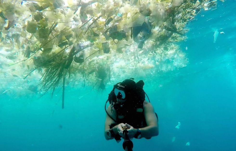 Rich Horner dykker under plastik